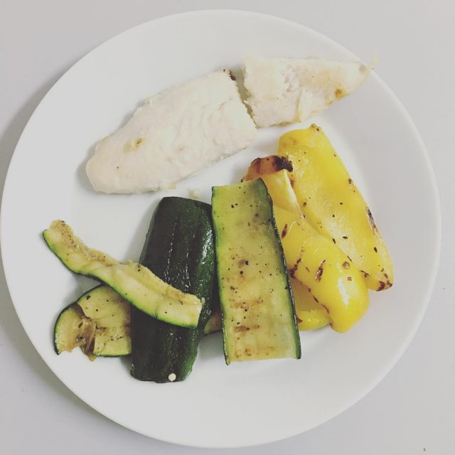 Laten we eens wat gezonds eten vis en gegrilde courgettehellip